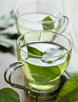 iStock_000015035070XXXLarge green tea glass cropped x345